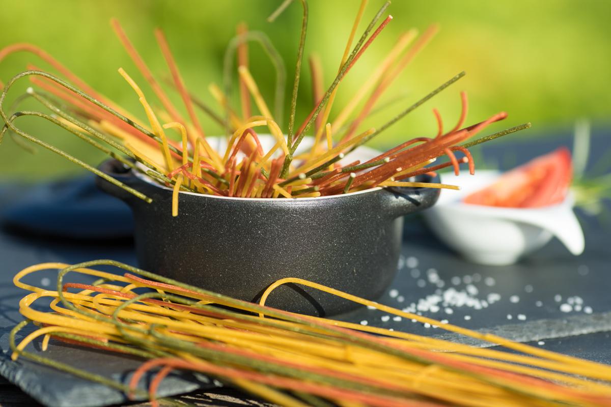 Hausgemachte, bunte 6-Eier Spaghetti von der Werkovits Nudelmanufaktur